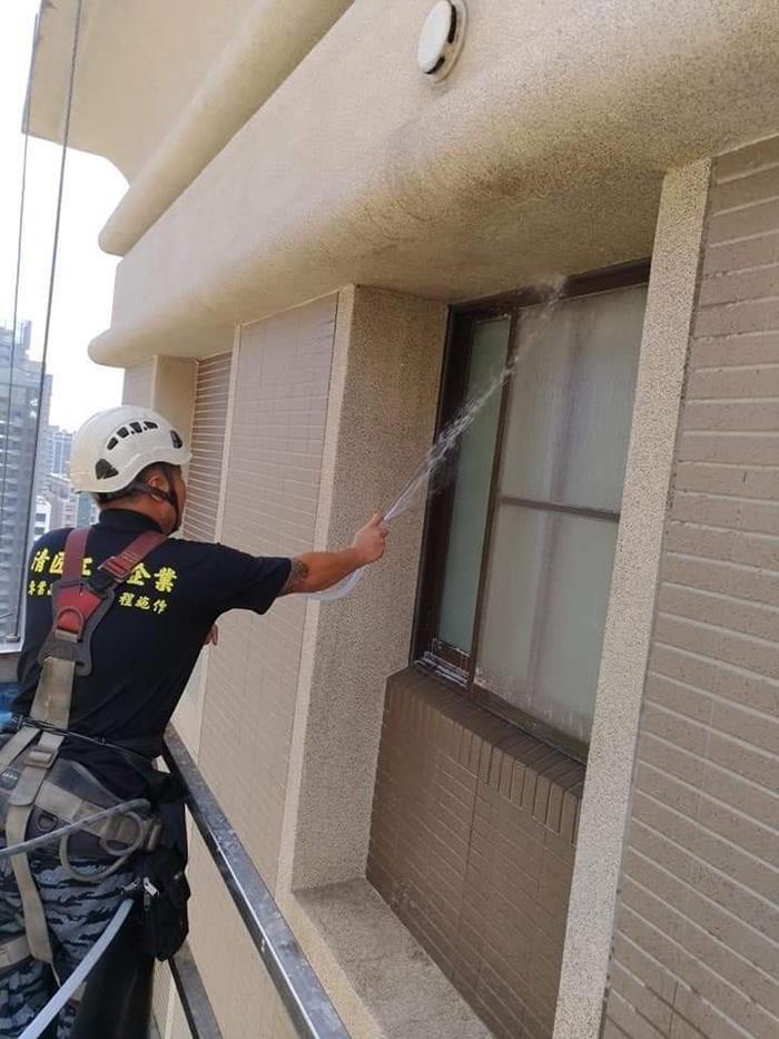 高空洗窗機吊籠作業