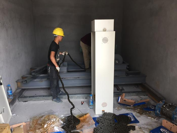 電梯設備-滾輪輸送帶