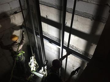 輸送電梯設備