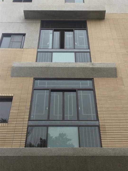 抗風型窗戶