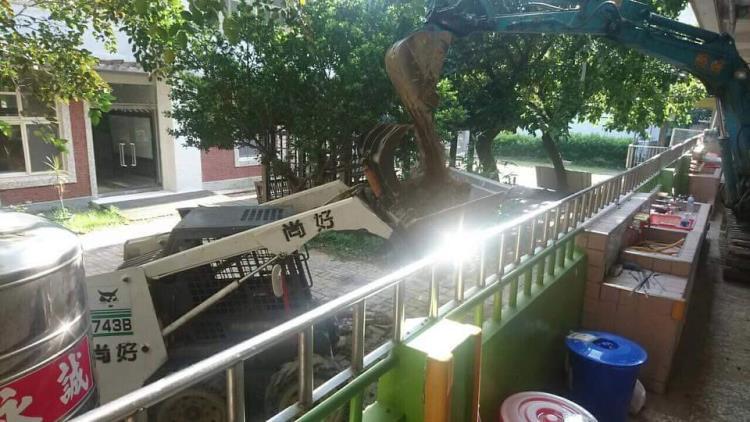 苗栗挖土機出租、破碎機出租、鋼牙出租、怪手出租0987-093-172