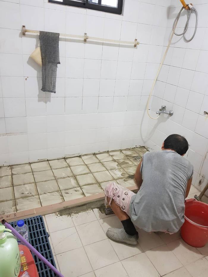 浴室貼磁磚