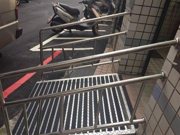 社區殘障扶手加防滑花板