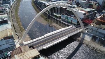 桃園新春橋-斜跨單拱肋鋼拱橋