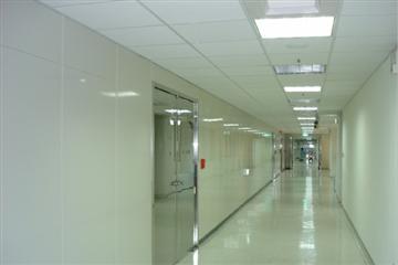 金屬隔間、方塊鋁板、鋁格柵、造型天花板、間接照明、活動隔屏、活動隔音牆、金屬天花板、潮濕空間、管道間、濕式隔間
