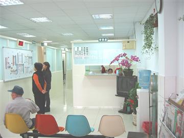 診所櫃檯、候診室