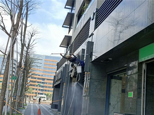 蜘蛛人外牆清洗