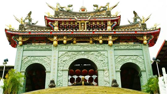 指南宮牌樓屋頂銅雕