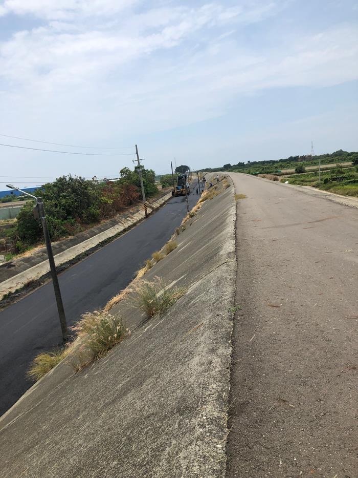 瀝青混凝土施工-河川局堤防