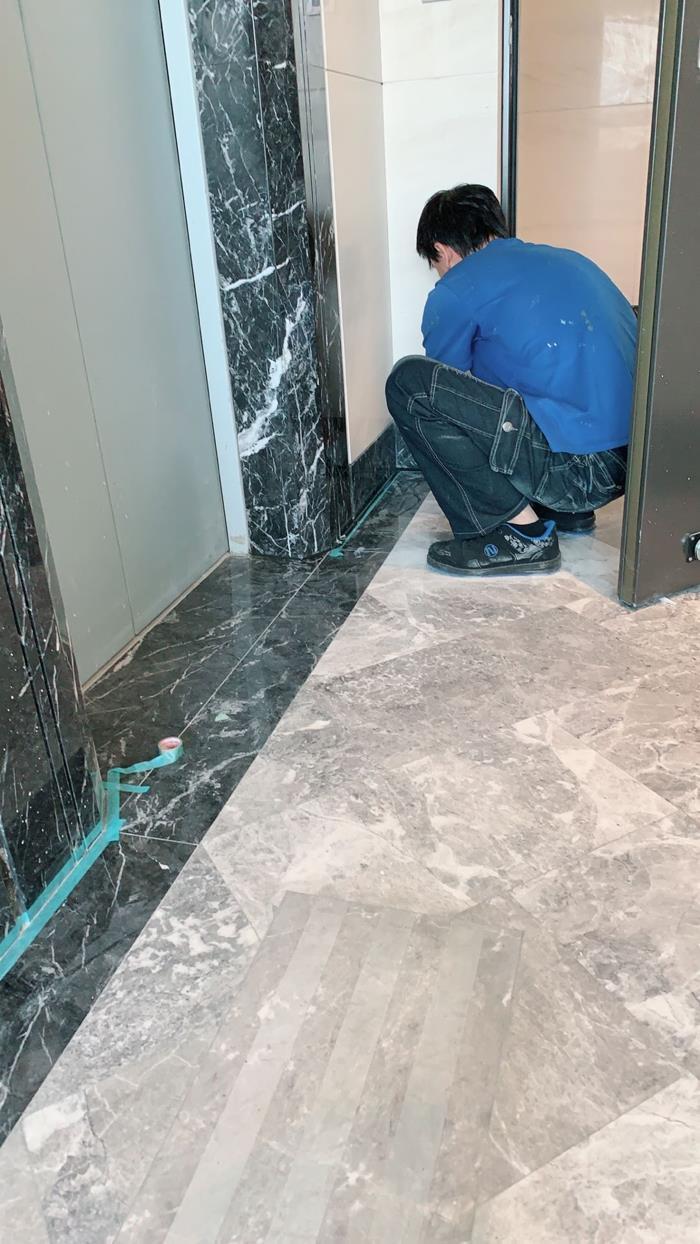 室內電梯旁大理石工程