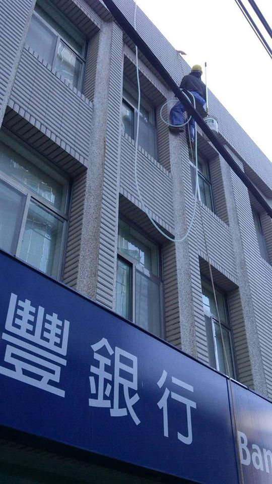 大台北外牆清洗保養
