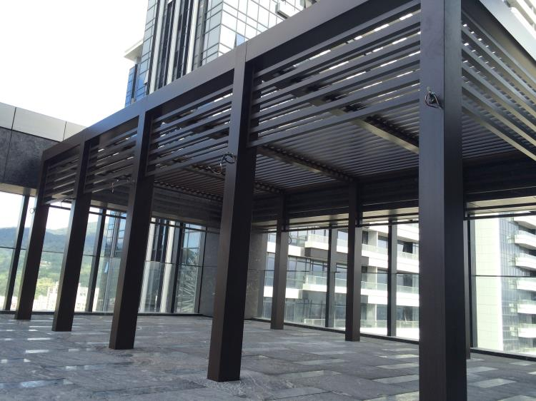 飯店立柱木紋格柵