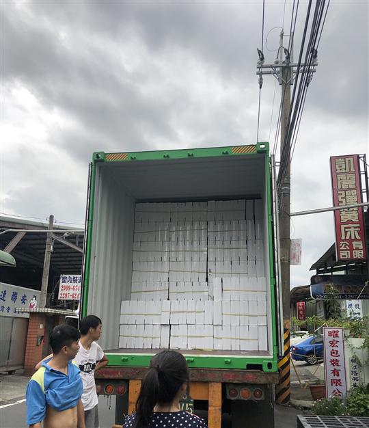 40尺貨櫃裝卸