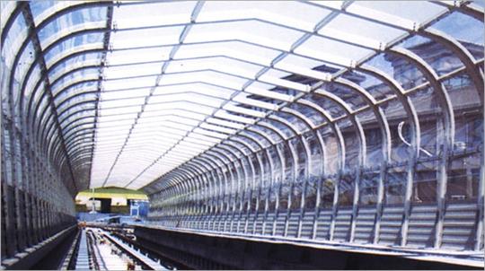 17-全罩式採光隧道型隔音牆