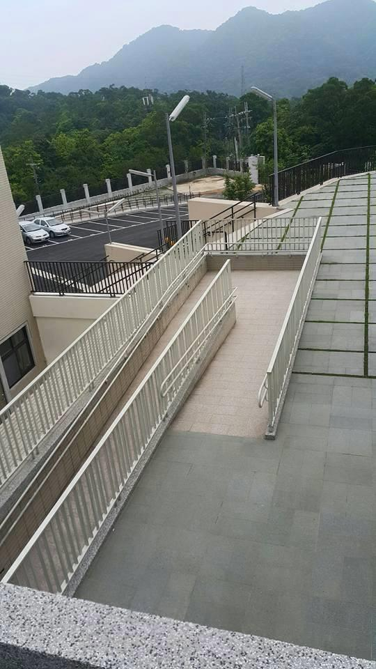 18-無障礙坡道不鏽鋼烤漆扶手欄杆-02-24320498