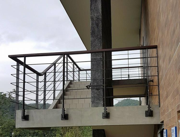 44-熱浸鍍鋅烤漆櫸木欄杆02-24320498