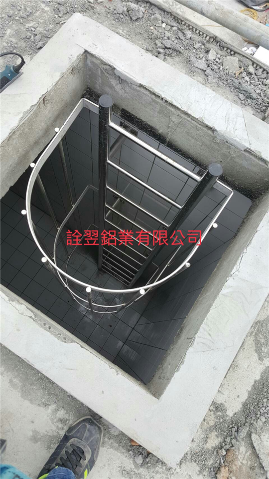 不銹鋼護籠爬梯