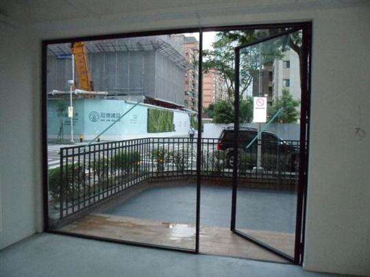 新北市玻璃門工程