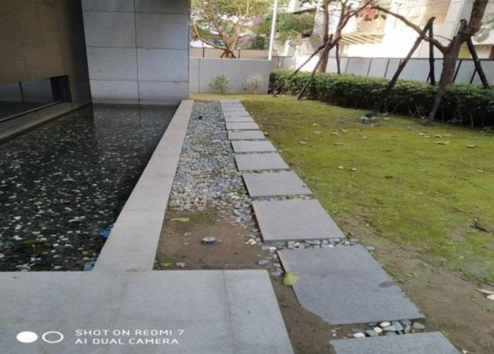 花圃石板步道改舖前