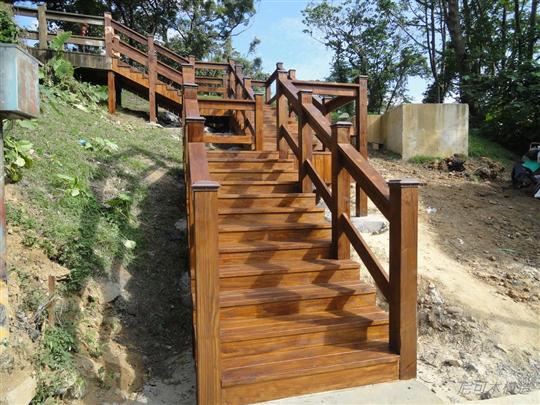 欄杆、階梯-南方松