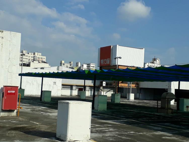 特力屋頂樓停車場