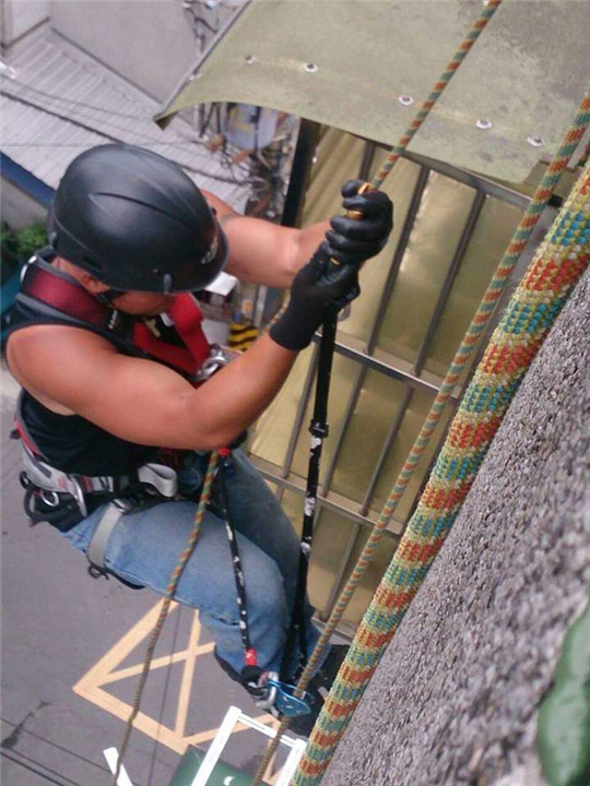 大台北外牆繩索作業