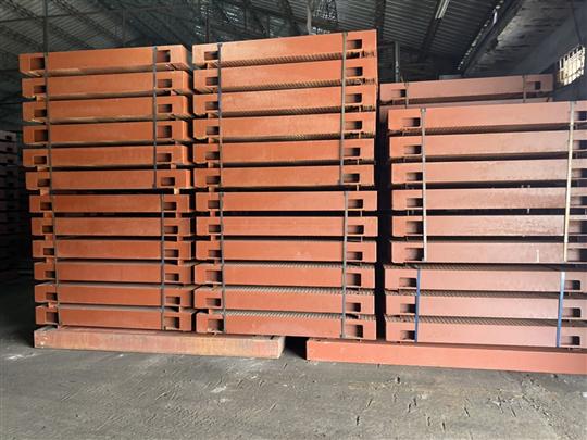鋼製覆工板