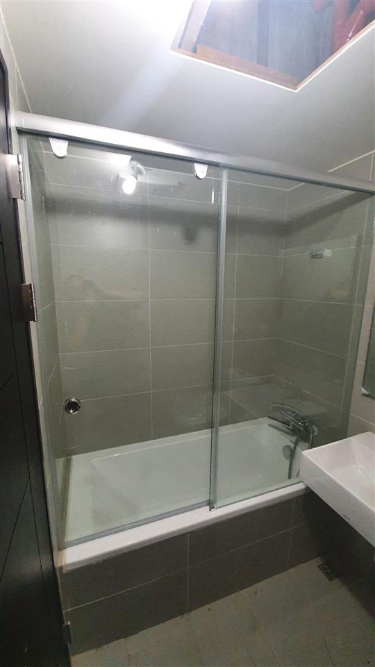 淋浴玻璃拉門