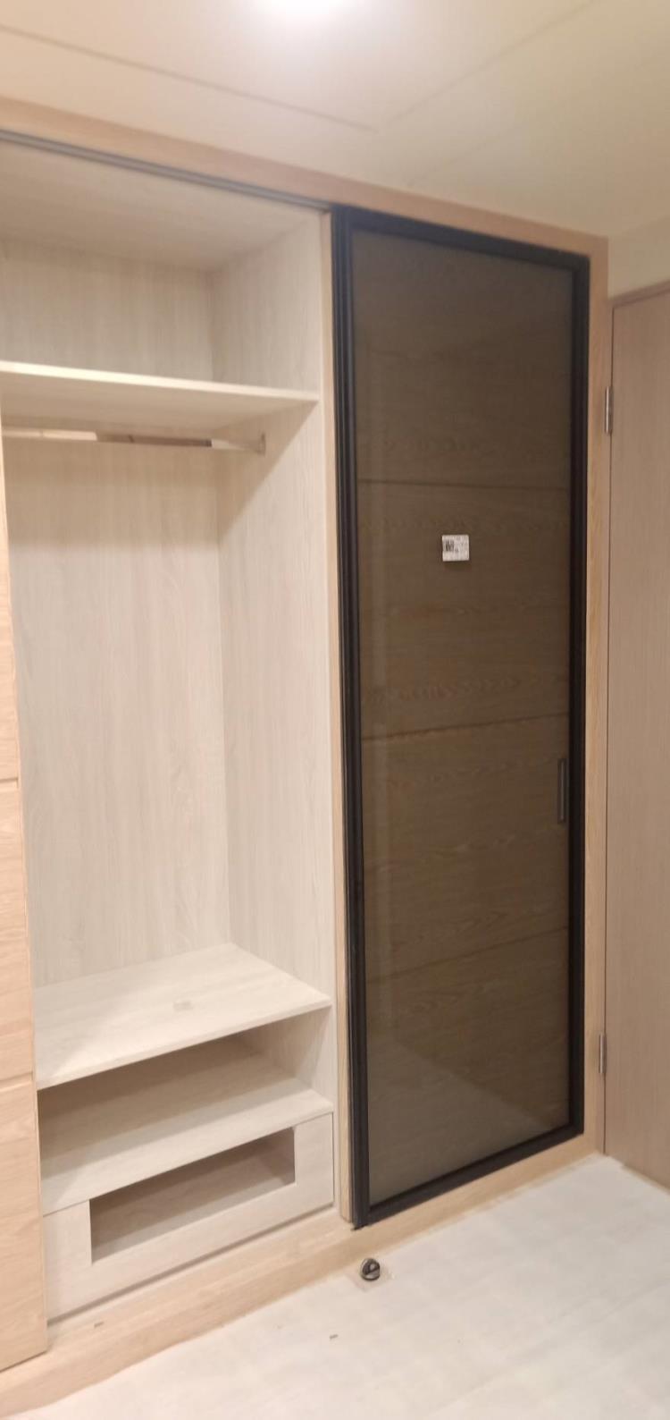 系統櫃鋁框門