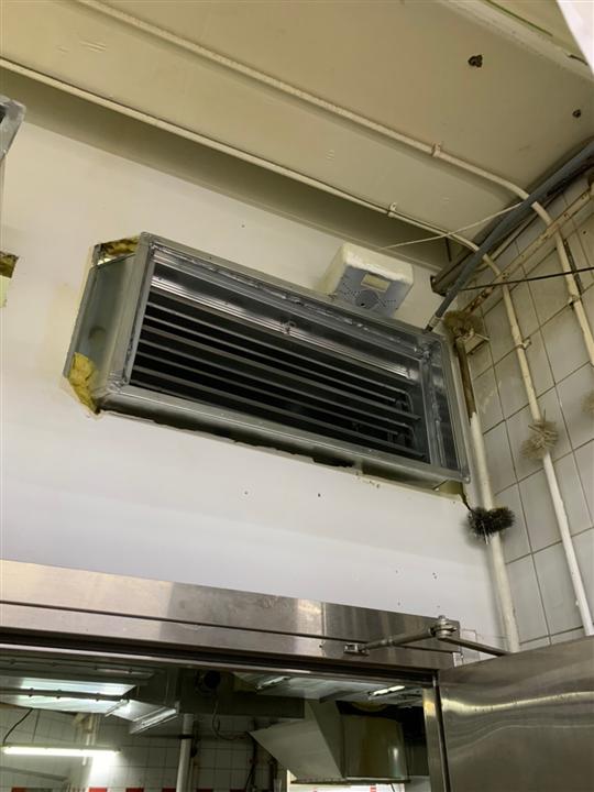 中和大潤發-靜電機銜接風管