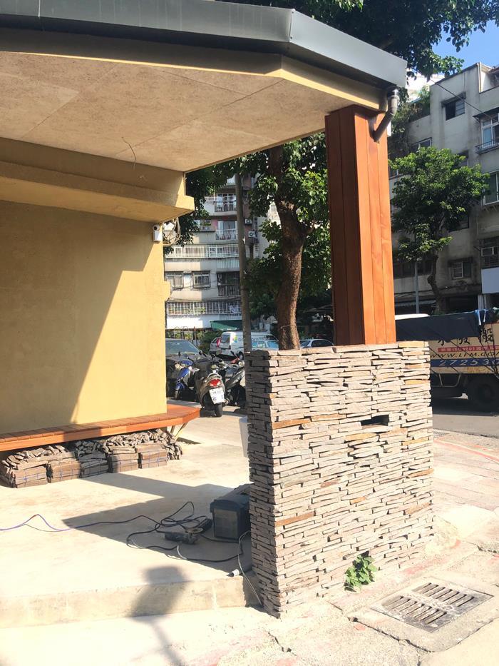 32-鐵平石(越南4面自然)疊砌包牆面