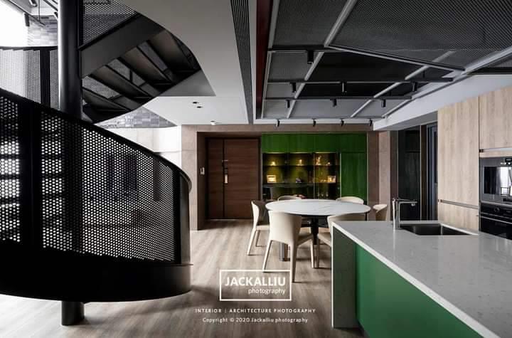 旋轉梯及天花板