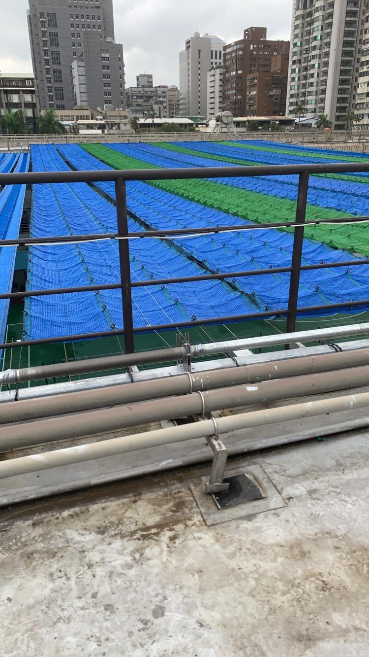 台北大安國中電動遮陽網。40米長。寬20米。高12米