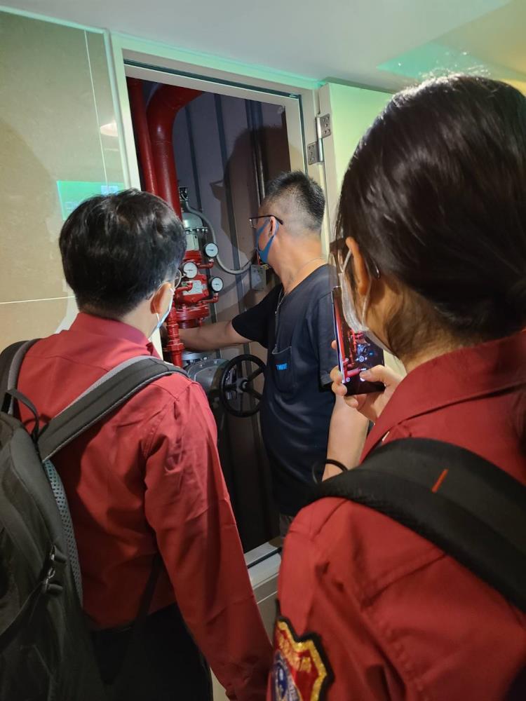 台北市某超高樓層陪同消防隊檢查