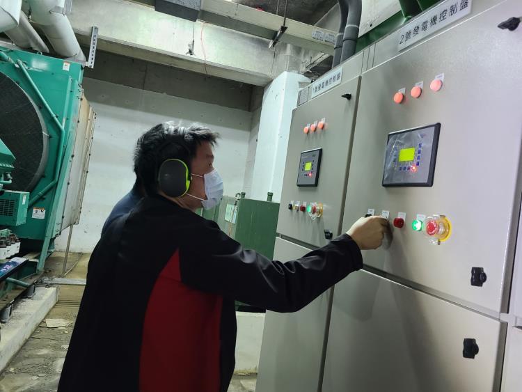 二部1000KW發電機A.C.B.並聯盤驗收工程