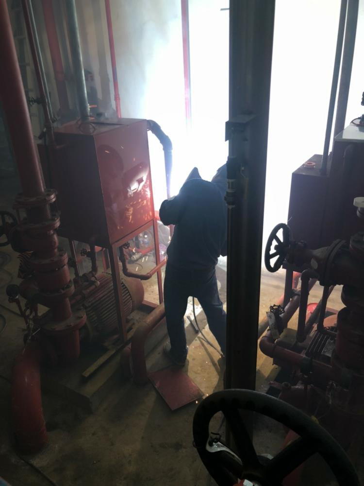 更新五組白鐵消防呼水槽現場電焊工程