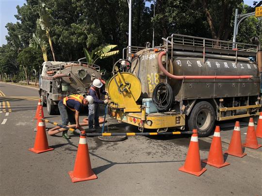 污水管線高壓清洗抽泥施工