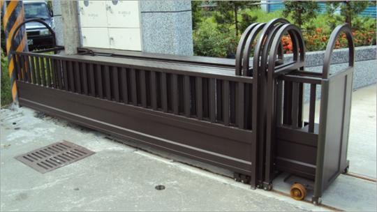 五段伸縮鐵門