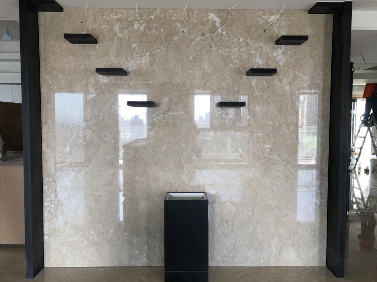 34- 鉑金琉璃客廳牆面