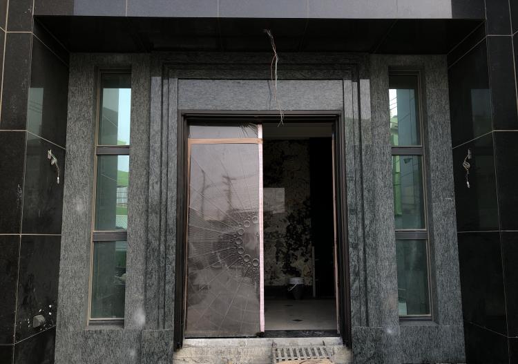 37- 橄欖綠玄關外牆