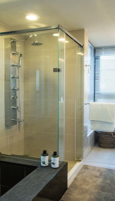 25- HG系列-全不銹鋼天地鉸鍊無框淋浴門-二固一活+窗上固定片(不銹鋼崁入桿)