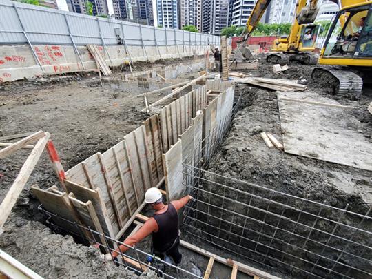 連續壁基樁工程