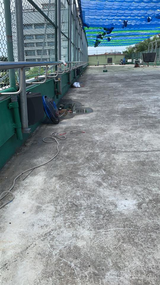 東門國小頂樓設遮陽網及獨輪車練習扶手助學生學習獨輪車