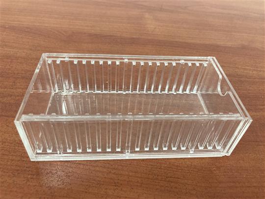 塑膠射出隔板條