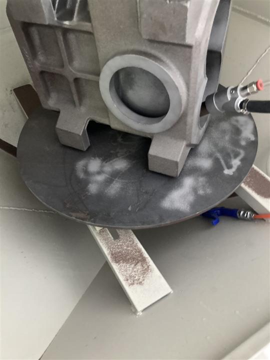 8- 旋風式開頂轉盤噴砂機