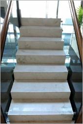 7-雕刻米黃樓梯、台中大理石樓梯