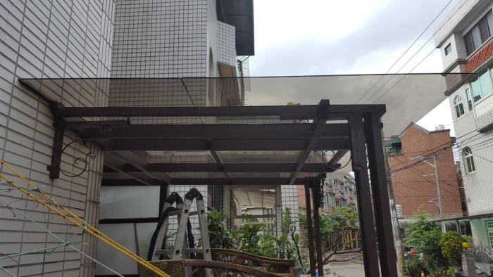 採光罩-1-昇元鐵工廠-商品實績-建築世界桃園廠商-複合式鐵皮屋,白鐵鋁門窗,鐵