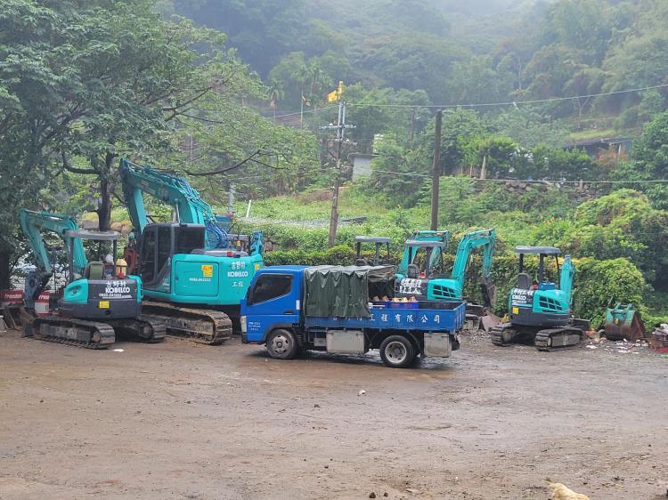 挖土機.破碎機出租,營建工程承包