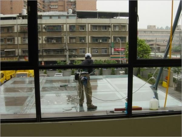 外牆玻璃清潔服務