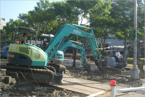 挖土機.怪手出租-人行道整修工程